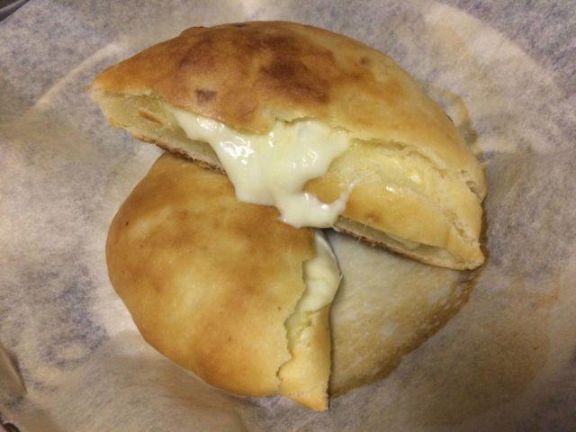 オリーブオイルを後に入れて作ったチーズナン
