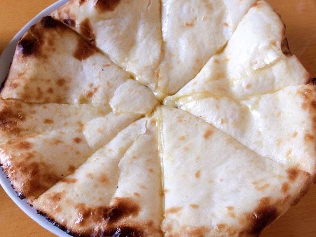キッチンキングのチーズナン