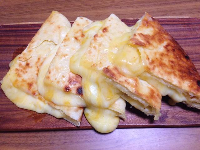 だらっと流れ出ているチーズ