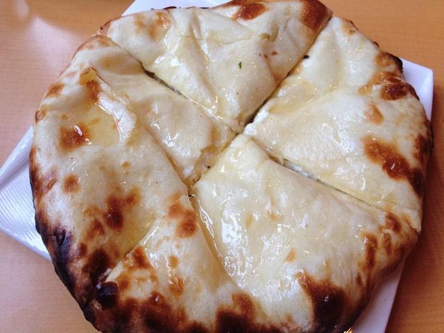 アールティのクリームチーズナン