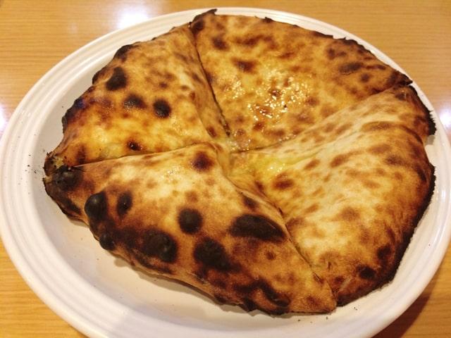 印度のチーズナン1